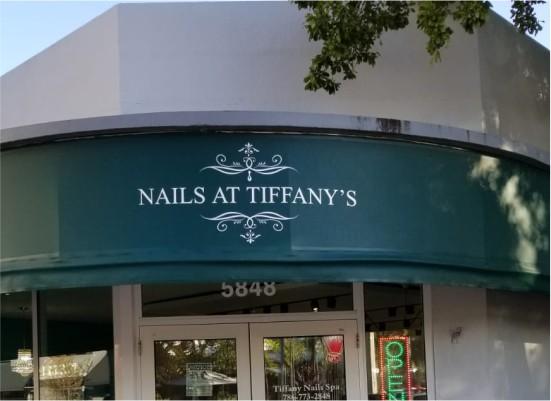 nails signs